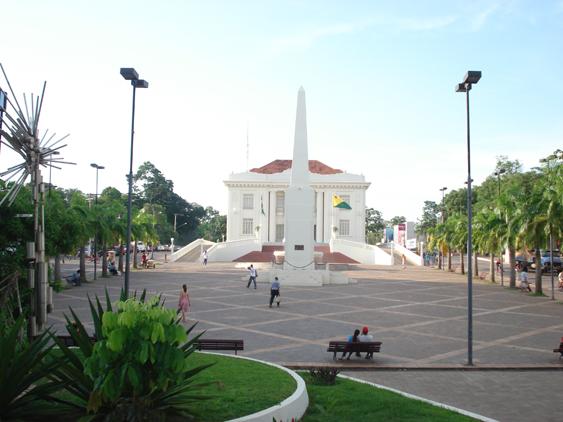 Diário de sábado, 7 de janeiro: Tempo quente e abafado, com chuvas passageiras, predominou no Acre. Ventos de 40km/h atingiram Rio Branco.